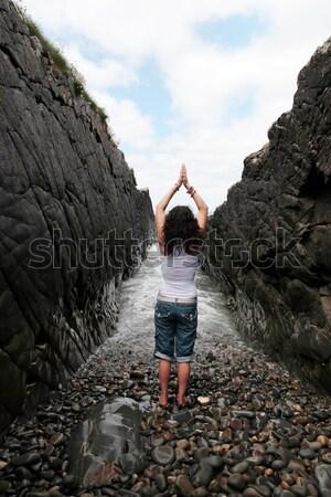 öröm élet gyönyörű nő gyakorol jóga kövek Stock fotó © morrbyte