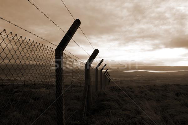 セピア 有刺鉄線 フェンシング 風光明媚な 表示 サイト ストックフォト © morrbyte