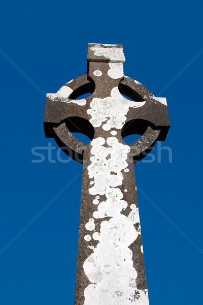 Kelt taş çapraz İrlandalı mezarlık gökyüzü Stok fotoğraf © morrbyte