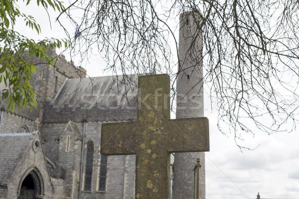 Kruis oude kerkhof gras muur groene Stockfoto © morrbyte