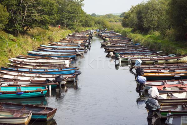 Roeien boten kasteel water gras landschap Stockfoto © morrbyte