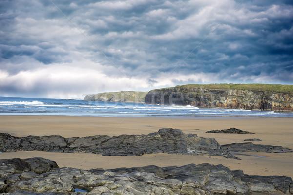 Nubes de tormenta suave acantilado olas romper playa Foto stock © morrbyte