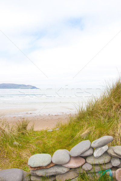 Stenen muur onderdak mooie strand hemel wolken Stockfoto © morrbyte
