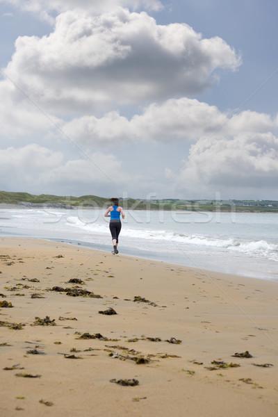 若い女性 ジョギング ビーチ 空 少女 スポーツ ストックフォト © morrbyte