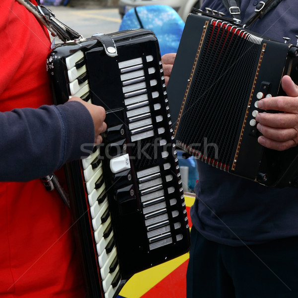 Duelo hombre mujer jugando tradicional música Foto stock © morrbyte