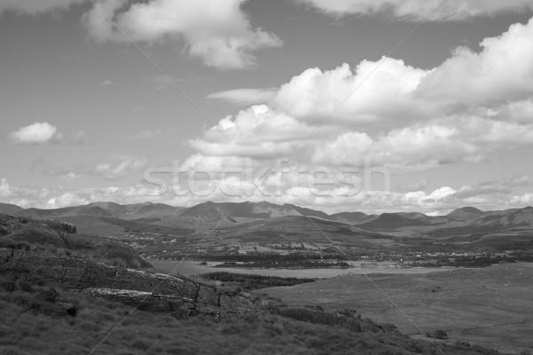 Piękna mętny górskich widoku sposób chodzić Zdjęcia stock © morrbyte