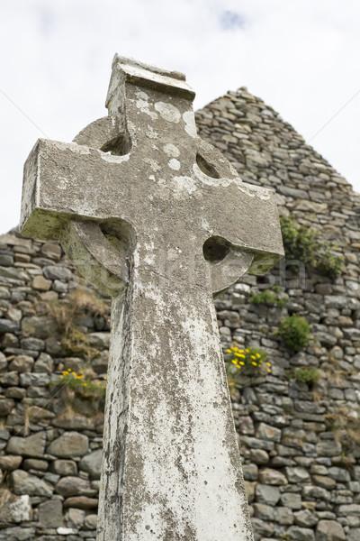 öreg kelta kereszt fej kő sír Stock fotó © morrbyte