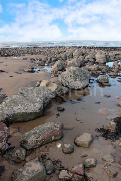 Szürke tengerpart kövek Írország hideg víz Stock fotó © morrbyte