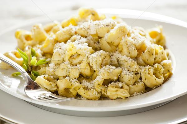 Tortellini albahaca queso pesto Foto stock © mpessaris