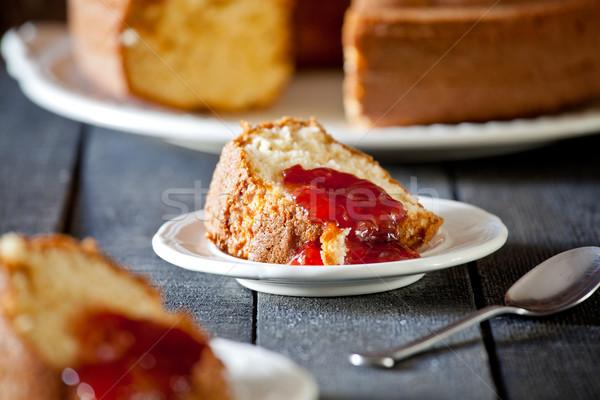 Szelet vanília torta friss eper lekvár Stock fotó © mpessaris