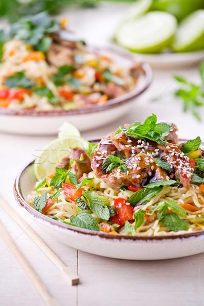 Thai tészta disznóhús tál friss zöldségek vacsora Stock fotó © mpessaris