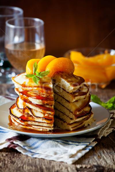 Palacsinták őszibarackok boglya házi készítésű étel levél Stock fotó © mpessaris