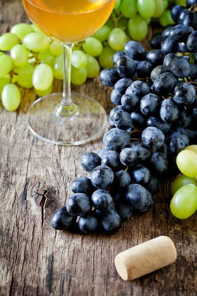 Wina winogron czarno białe żywności drewna Zdjęcia stock © mpessaris