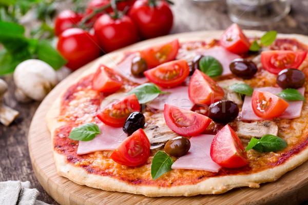 Eigengemaakt pizza vers tomaten olijven champignons Stockfoto © mpessaris