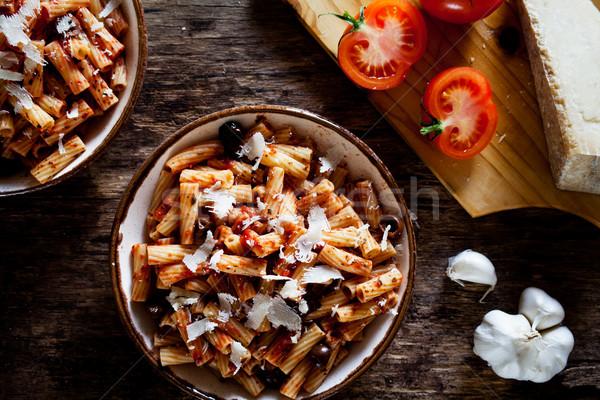 Pasta salsa de tomate aceitunas Pareja placas madera Foto stock © mpessaris
