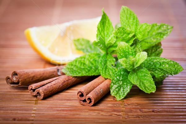 Menta fahéj közelkép fénykép zöld citromsárga Stock fotó © mpessaris
