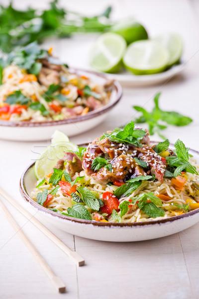 Thai carne de porco legumes tigela legumes frescos Foto stock © mpessaris
