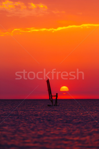 Stockfoto: Silhouet · zon · zonsondergang · zee · hemel · man