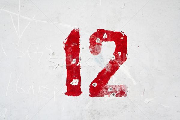 Foto stock: Número · resistiu · velho · branco · parede · abstrato