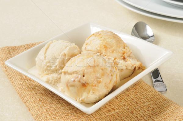 Crème glacée bol vanille tourbillons alimentaire Photo stock © MSPhotographic