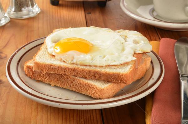 Ovo frito brinde rústico mesa de madeira comida pão Foto stock © MSPhotographic