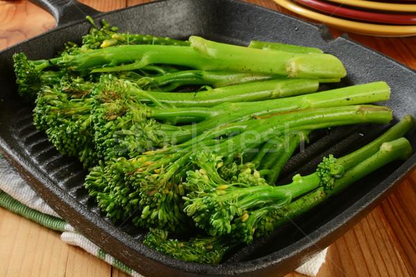 Grillezett brokkoli öntöttvas friss főtt sült Stock fotó © MSPhotographic