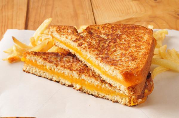 Grillezett sajt szendvics sültkrumpli rusztikus fa asztal Stock fotó © MSPhotographic