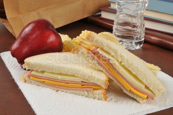 Queijo sanduíche saco almoço maçã batatas fritas Foto stock © MSPhotographic