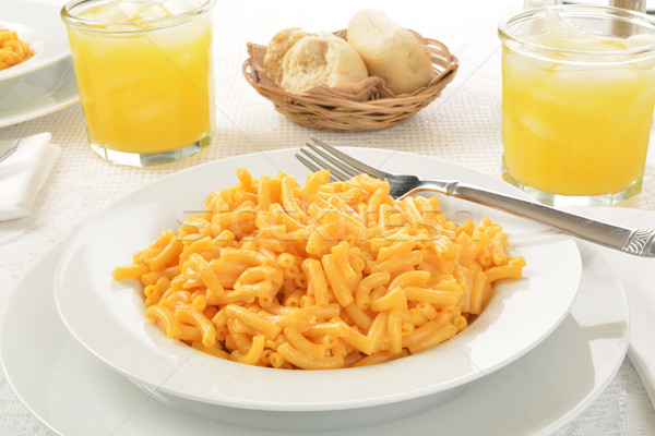 Macaroni kaas groot kom glas sinaasappelsap Stockfoto © MSPhotographic