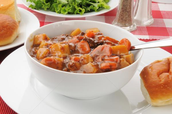 Zdrowych gulasz wołowy puchar obiedzie Sałatka Zdjęcia stock © MSPhotographic
