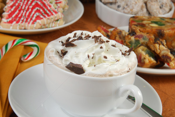 Chocolate caliente Navidad postres taza crema batida pastel de frutas Foto stock © MSPhotographic
