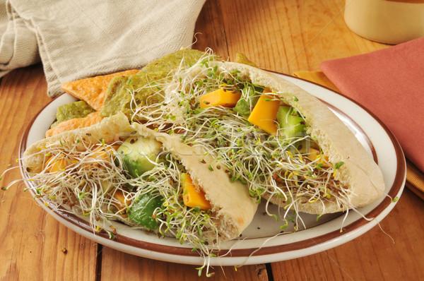 Warzyw kanapkę pita chleba awokado lucerna Zdjęcia stock © MSPhotographic