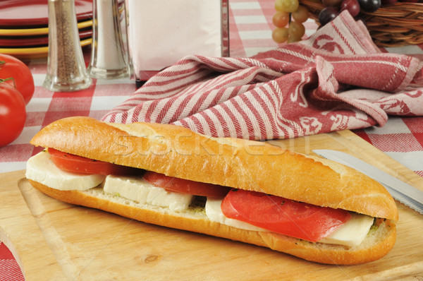 Caprese szendvics vágódeszka friss paradicsomok sajt Stock fotó © MSPhotographic