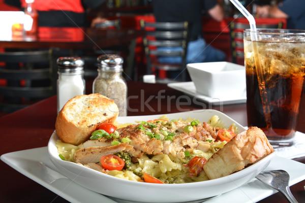 Cajun tavuk makarna ızgara tavuk meme domates Stok fotoğraf © MSPhotographic