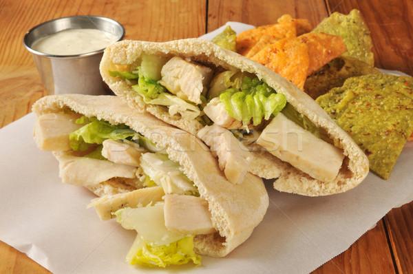 Kurczaka kanapkę pita chleba sałatka cesarska kieszeni Zdjęcia stock © MSPhotographic