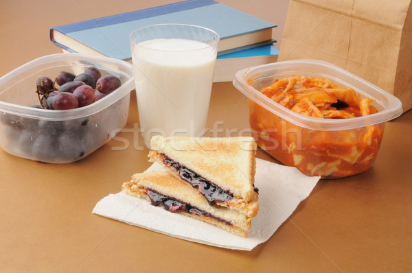 Escuela almuerzo libros uvas ravioles Foto stock © MSPhotographic