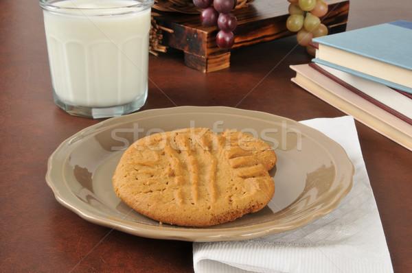 Burro di arachidi cookies latte scuola Foto d'archivio © MSPhotographic
