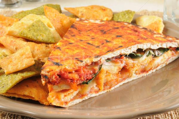 Gegrilde kip panini gekruid plantaardige tortilla chips Stockfoto © MSPhotographic