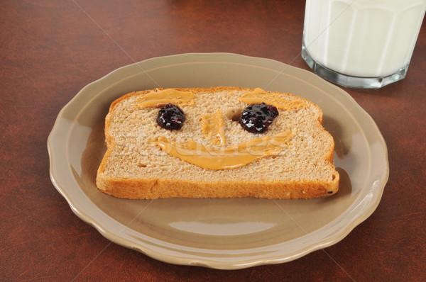 Glückliches Gesicht Erdnussbutter Sandwich Gesicht Glas Milch Stock foto © MSPhotographic