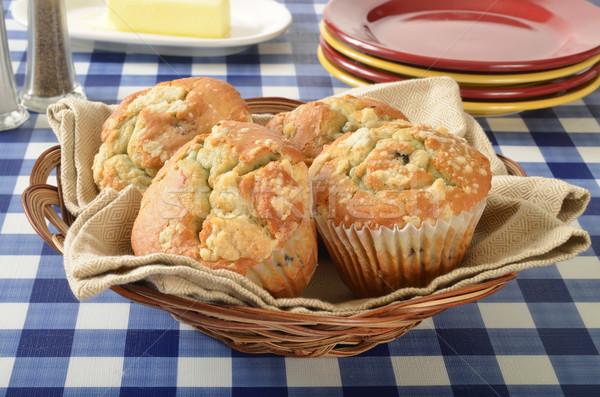 Mand muffins picknicktafel voedsel vruchten Stockfoto © MSPhotographic