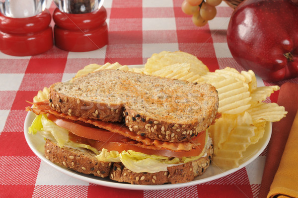 Blt sanduíche bacon alface tomates inteiro Foto stock © MSPhotographic