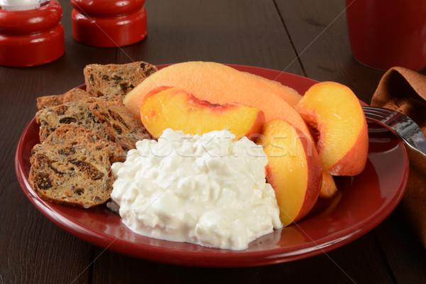 Túró gyümölcs őszibarackok villa pirítós egészséges Stock fotó © MSPhotographic
