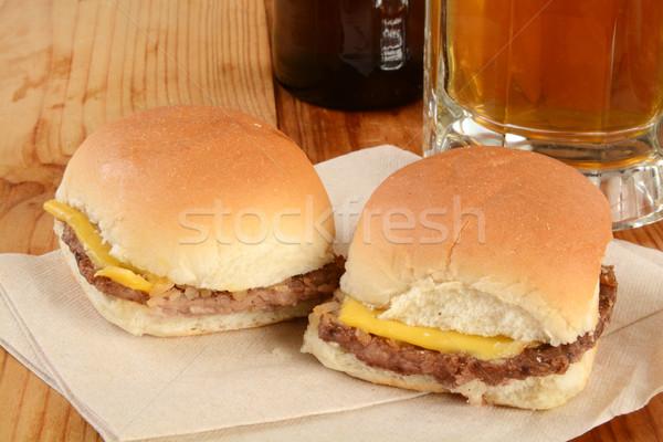 Cheeseburger tovagliolo mug carne birra bottiglia Foto d'archivio © MSPhotographic
