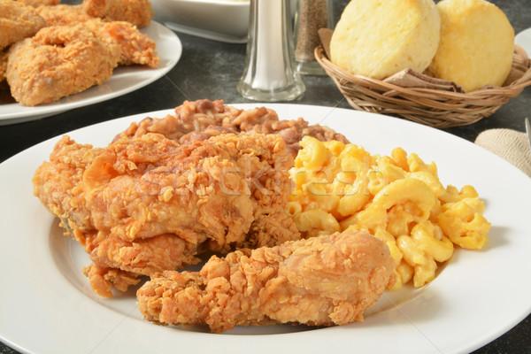 Sültcsirke vacsora tányér makaróni sajt bab Stock fotó © MSPhotographic