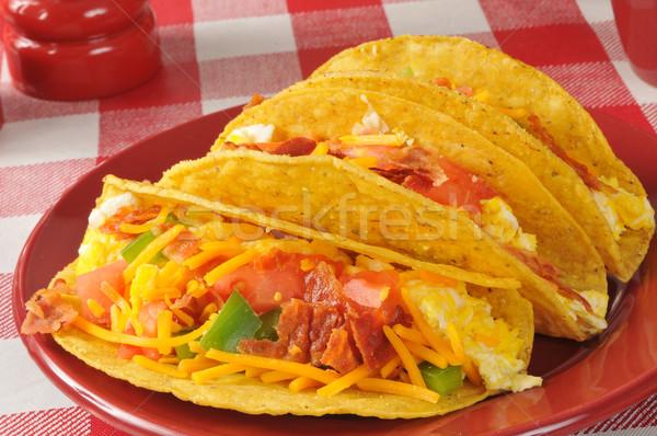 Desayuno tacos huevos revueltos tocino verde pimientos Foto stock © MSPhotographic