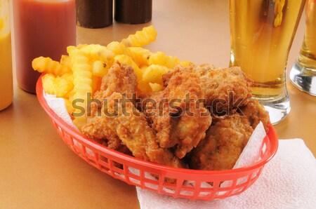 Сток-фото: корзины · жареная · курица · картофель · фри · кружка · пива · стекла