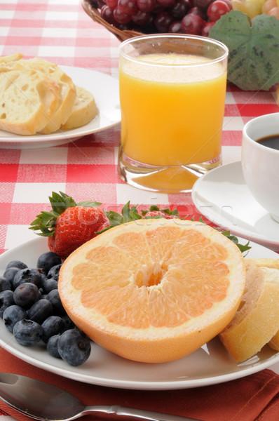 Saludable desayuno pomelo arándanos fresas brindis Foto stock © MSPhotographic