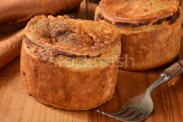 Steak ale tartes rustique table en bois Photo stock © MSPhotographic