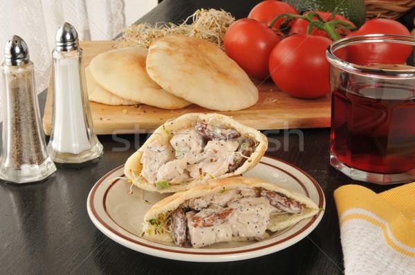 Tyúk pita zseb csirkesaláta szendvics gyümölcslé Stock fotó © MSPhotographic