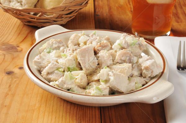 Tavuk salatası çanak doğal organik rustik ahşap masa Stok fotoğraf © MSPhotographic